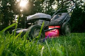 Residential Landscaping Maintenance: Grass Cutting, Leaf Removal, Mowing, Raking Services & Irrigation System Installers in Tuscaloosa, Central Alabama